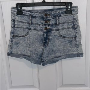 High-waisted jeans shorts